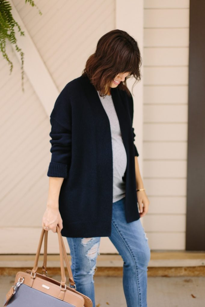 everyday maternity look, cozy maternity look